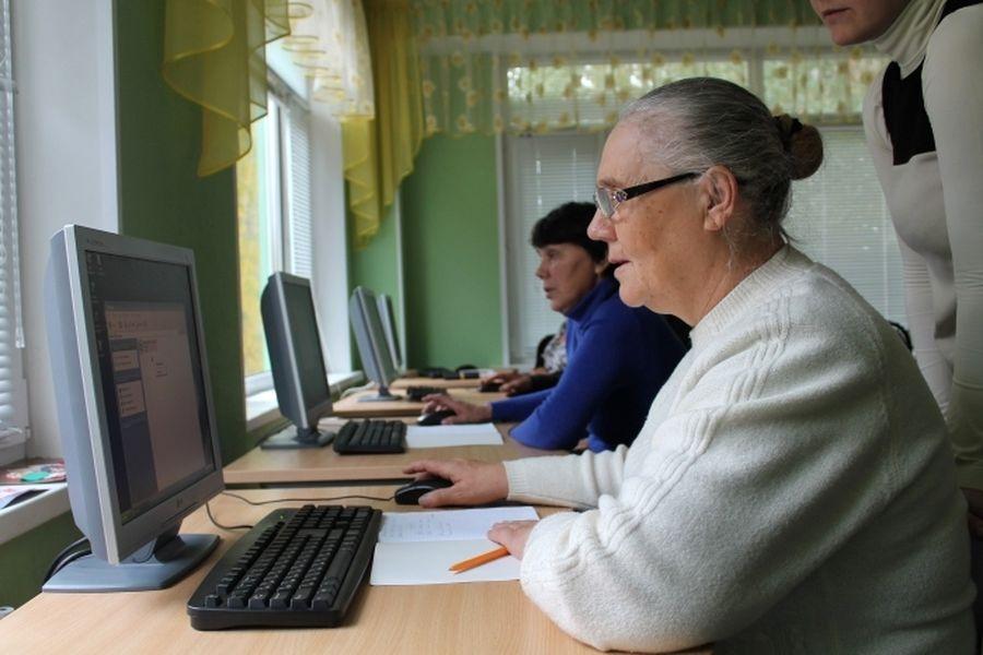 Может взять кредит пенсионер не работающий в банке