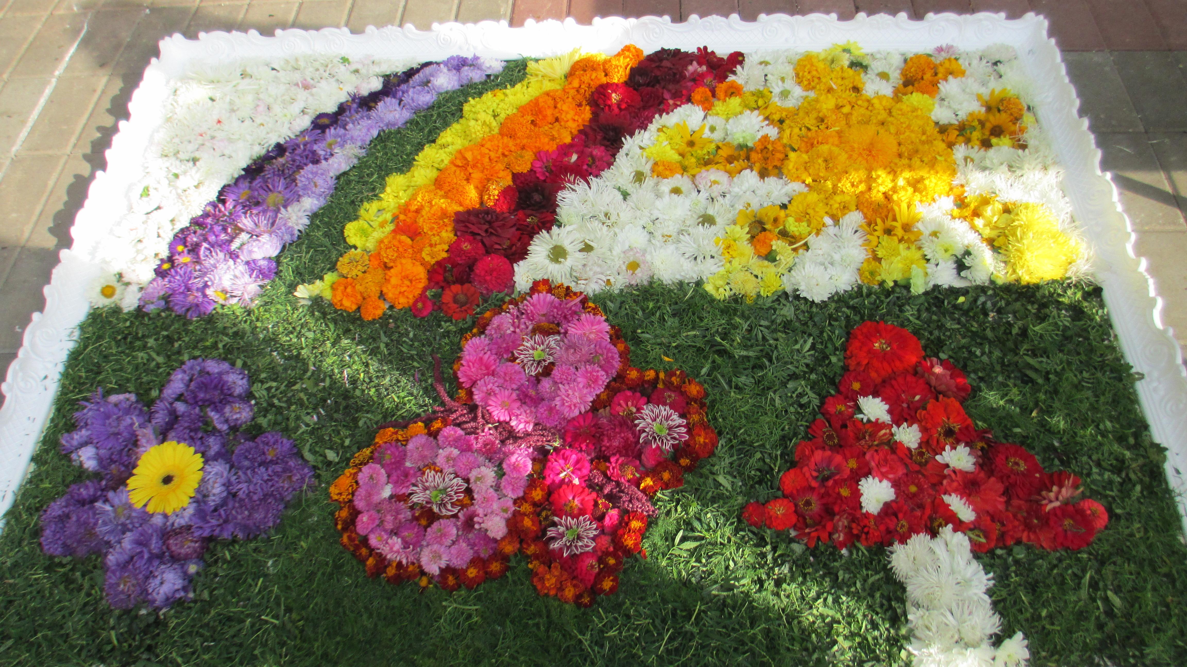 Цветы лилии в букете фото