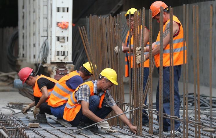 8 трудовых мигрантов работали настройке вНижнем нелегально
